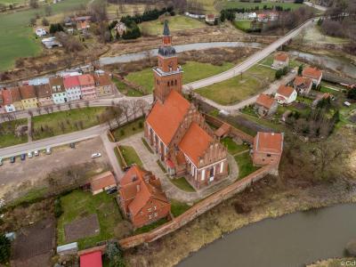 Kościół i cmentarz widziany z góry